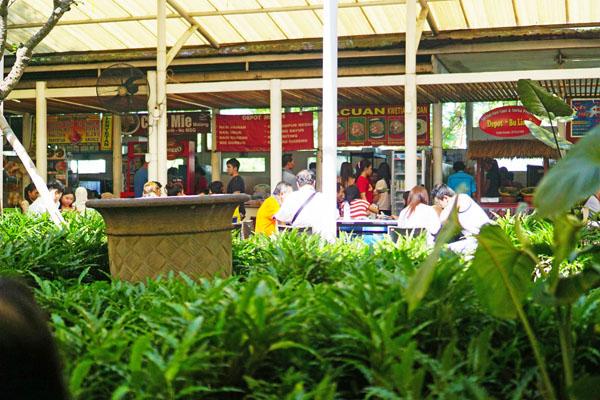 Makanan di pasar Citraland Surabaya