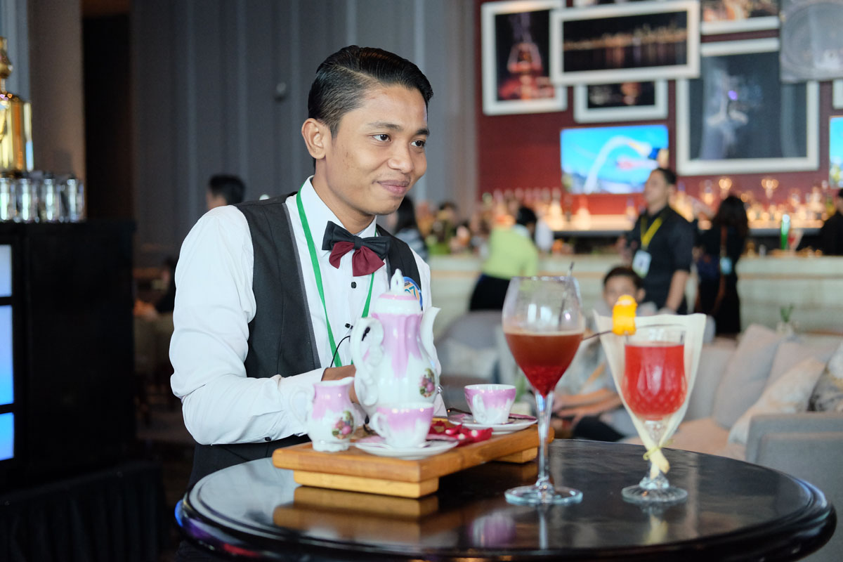 bartender-tri-waluyo-eclectictoo-beer-and-wine-dilmah-tea-indonesia